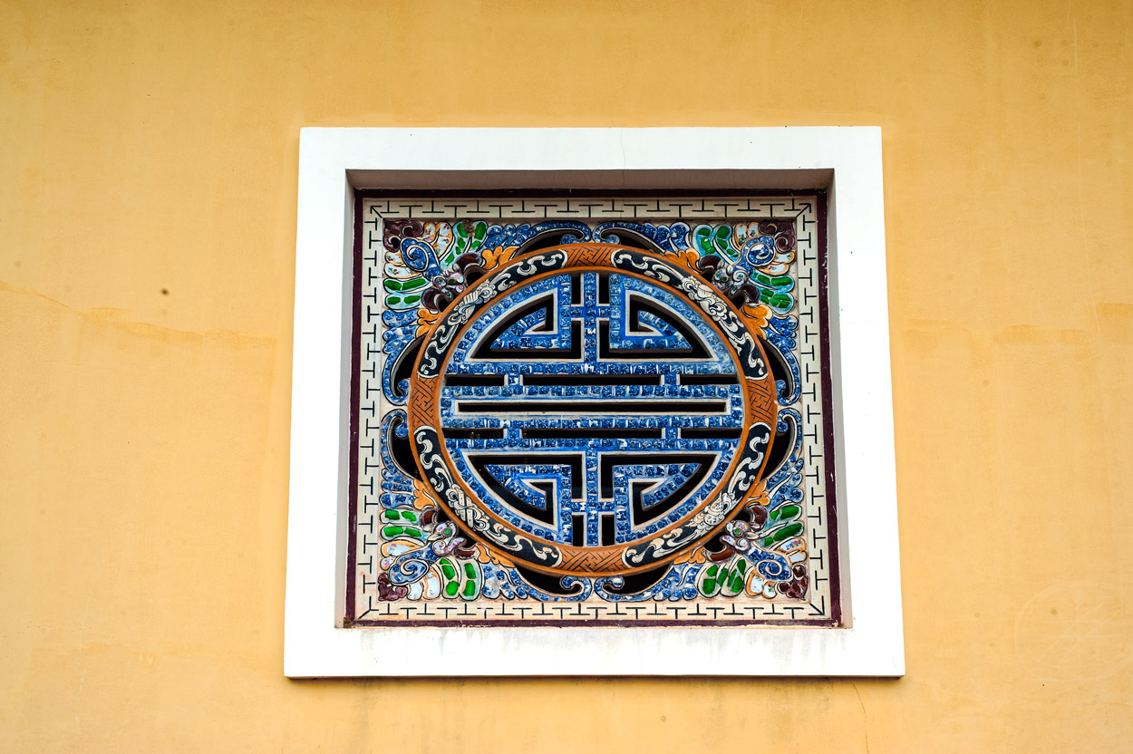 A decorative window are with a Chinese motif inside the Purple Forbidden City in Hue.